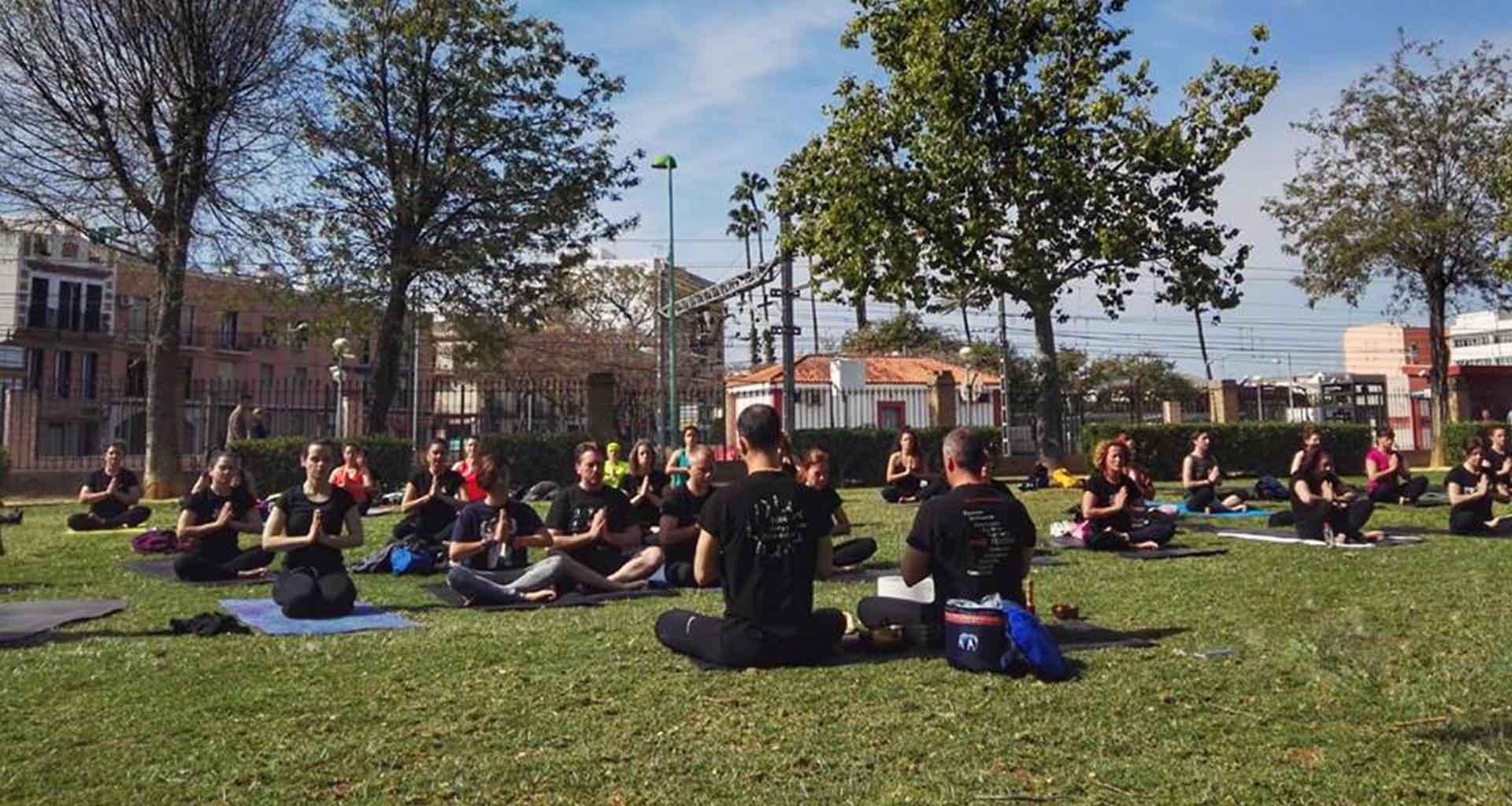 01 - Evento Yoga 2019 parque de Dos Hermanas - 108 saludos al sol - Yoga 21