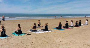 02 - Clase Yoga en la playa 28-04-2019 - Yoga 21