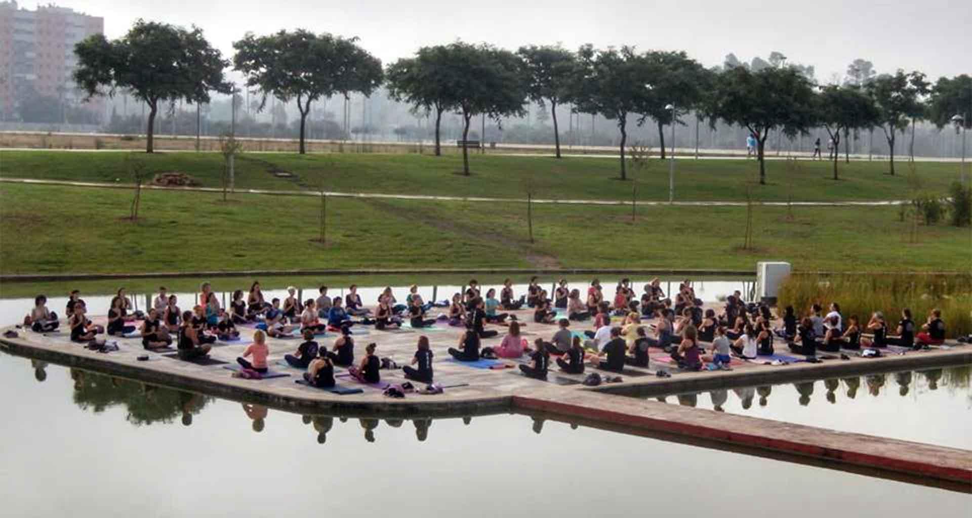 Yoga 21 - Clase de Yoga en el lago de la vida Dos Hermanas - Slider 02